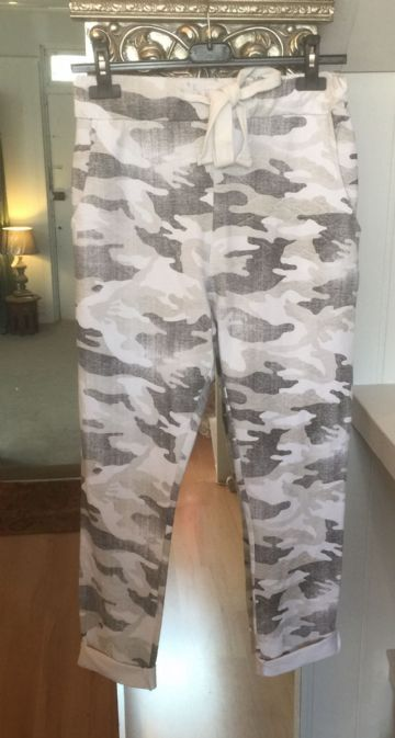 Sweatpants - Joggers - Camouflage - White